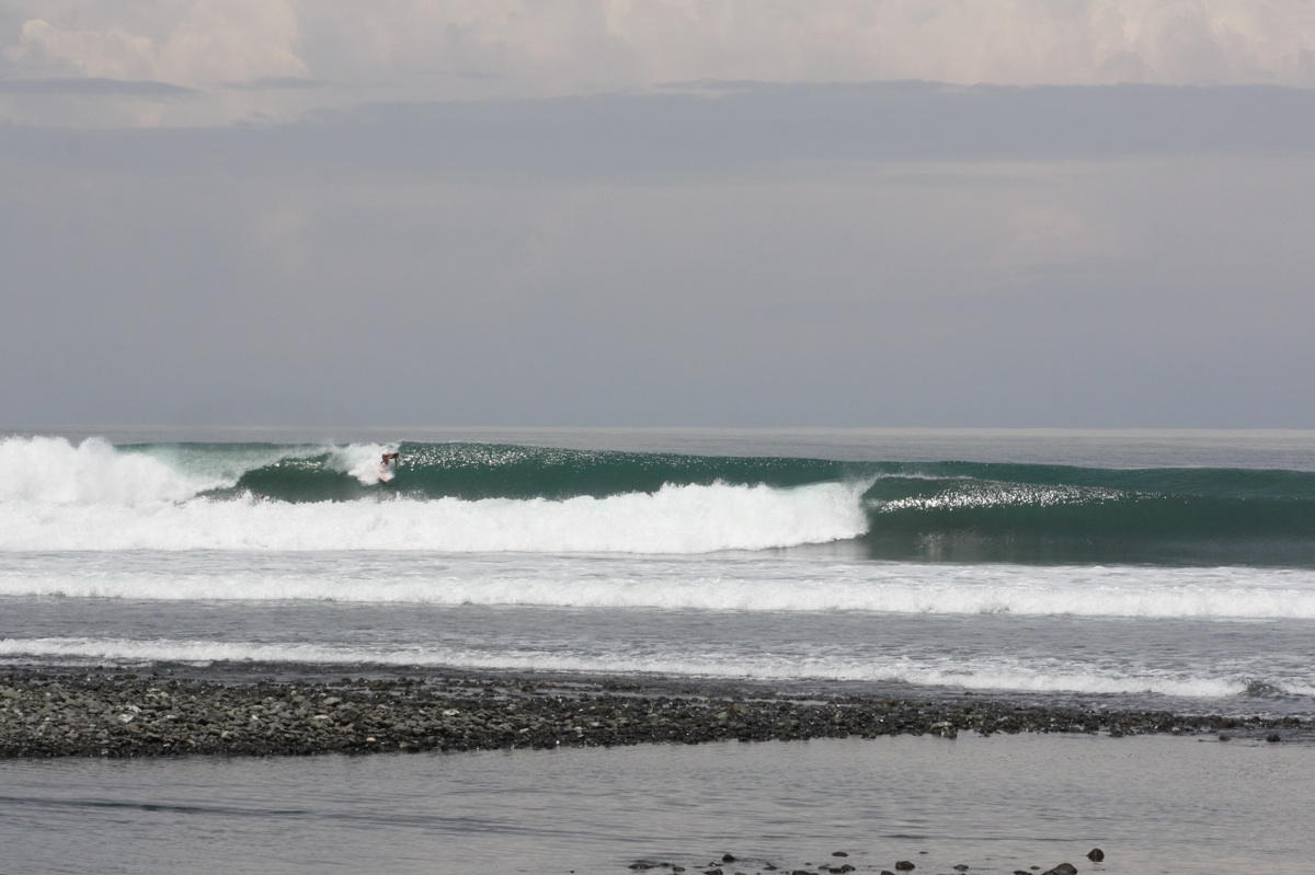 Surf-Report-Pavones-Costa-Rica-April-8-2011